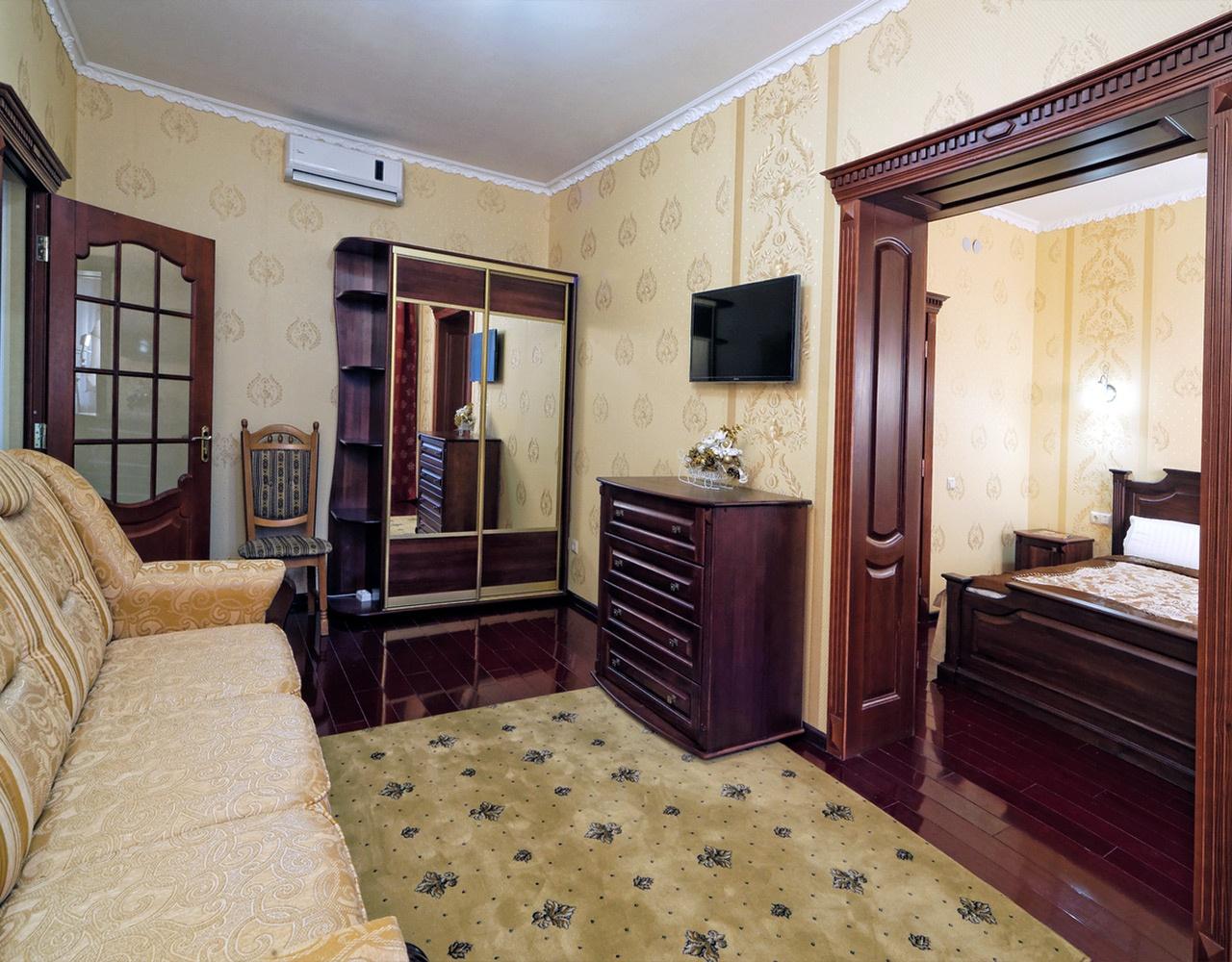 Готель Нафтуся