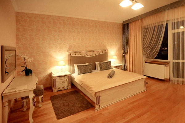 Готель Тустань